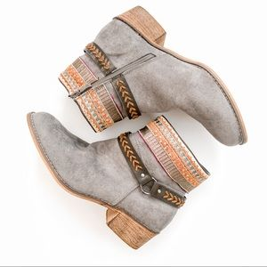 Tiara Gray Topa Embroidered Bootie | Size 10